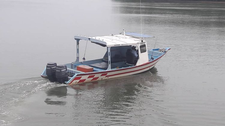 This motor boat rental is perfect to enjoy fishing in Kuala Rompin