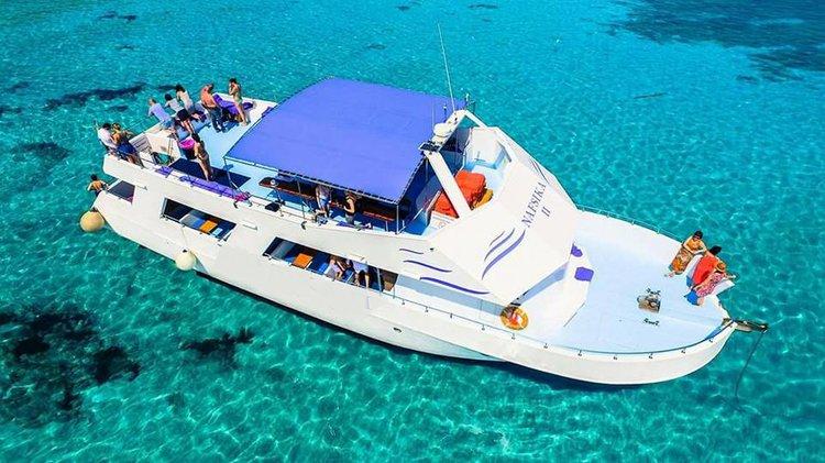 Motor yacht boat rental in Poli Crysochous,