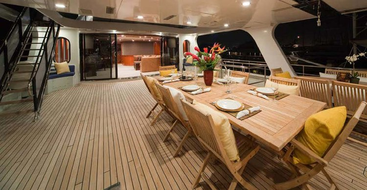 Discover Marina Del Rey surroundings on this Super Yacht Super Yacht boat
