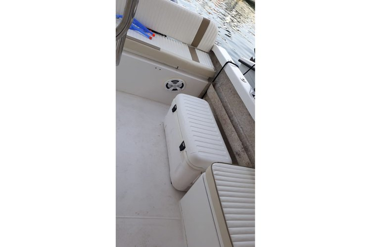 Up to 10 persons can enjoy a ride on this Center console boat