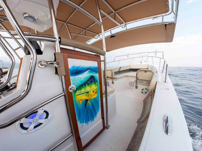 Discover Nayarit surroundings on this 33 Custom boat
