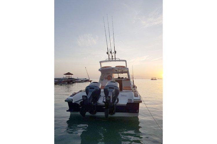 Discover Bali surroundings on this Custom Custom boat