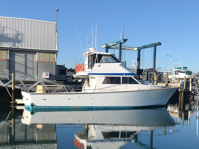 Up to 15 persons can enjoy a ride on this Offshore sport fishing boat