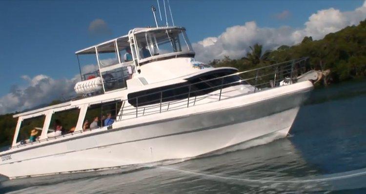 Cruiser boat rental in Port Douglas, Australia