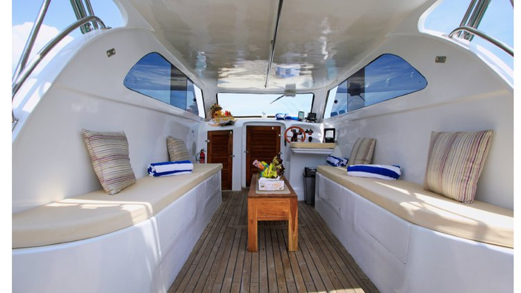 Discover Bali surroundings on this Custom Custom boat