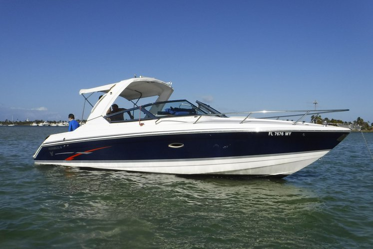 This 30.0' Formula cand take up to 6 passengers around Miami Beach