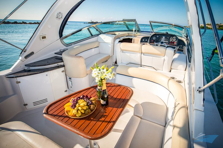 Discover Puerto surroundings on this Vista Four Winns boat