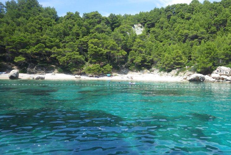 Discover Hvar surroundings on this HM Fly22 Insidias Marine boat