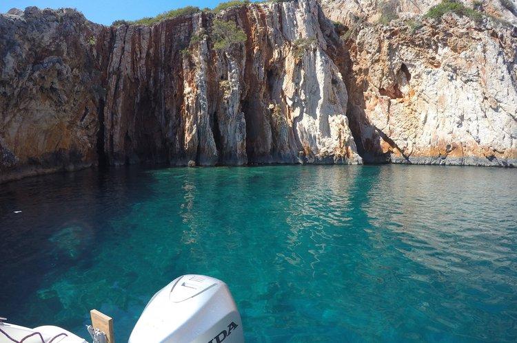Center console boat rental in Hvar, Croatia