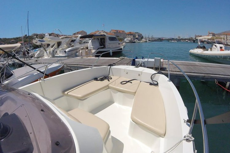 Discover Trogir surroundings on this 2251 Open Karnic boat