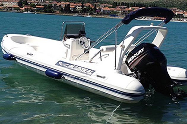 This 18.0' Maestral RIB cand take up to 6 passengers around Trogir