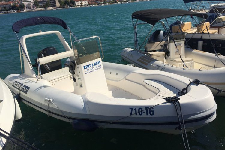 Discover Trogir surroundings on this 555 Maestral RIB boat