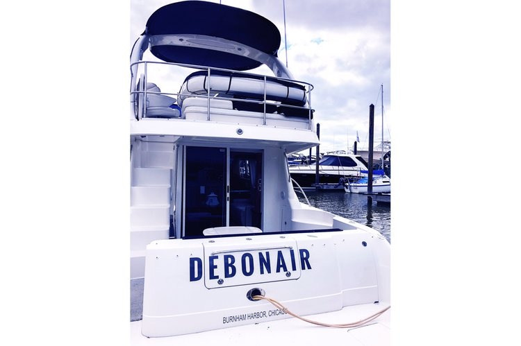 Discover Chicago surroundings on this 50 SeaRay boat