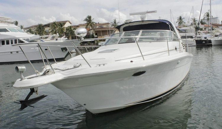 Discover Nayarit surroundings on this 38 Sea ray boat