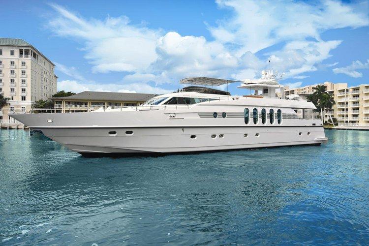 Discover Newport Beach surroundings on this Monte Fino Yacht Monte Fino boat