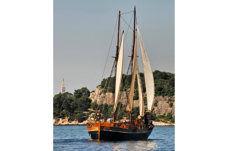 Up to 45 persons can enjoy a ride on this Ketch boat
