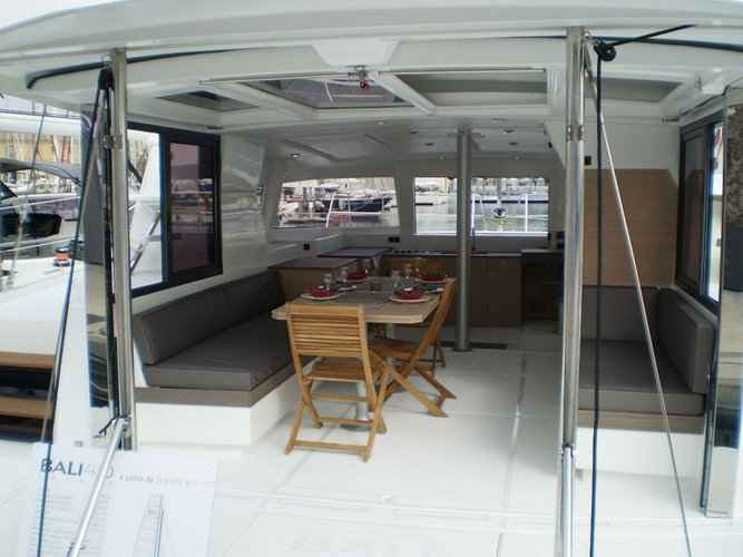 Discover Cienfuegos surroundings on this 4.0 Bali boat
