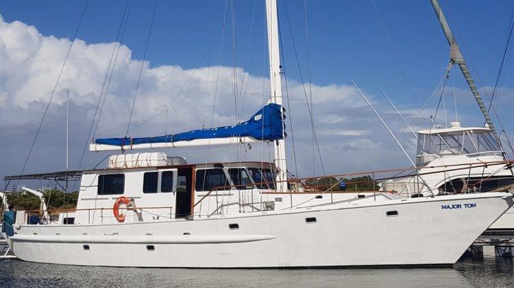 Discover Bondi Beach surroundings on this Custom Custom boat