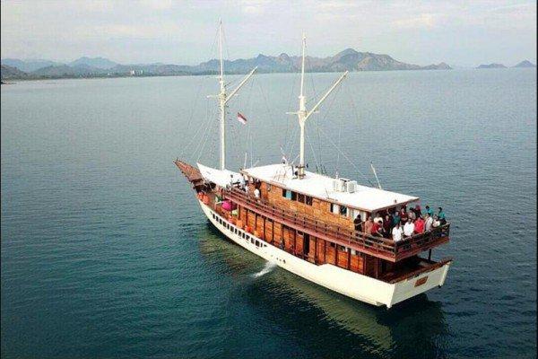 Classic boat rental in Nusa Tenggara,