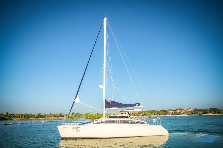This 36.0' PDQ cand take up to 15 passengers around Puerto