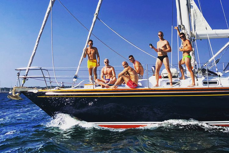 This 47.0' Stevens cand take up to 6 passengers around Provincetown