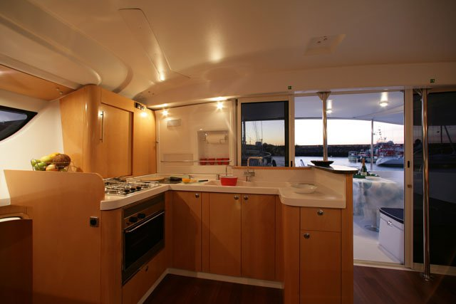 This 43.0' Fountaine Pajot cand take up to 10 passengers around Cienfuegos