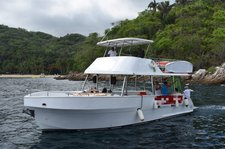 Cruise in style on this beautiful 42' motor boat for rent in Mexico