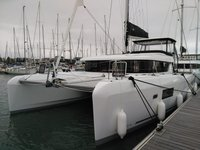 Enjoy sailing in Martinique aboard Lagoon 42