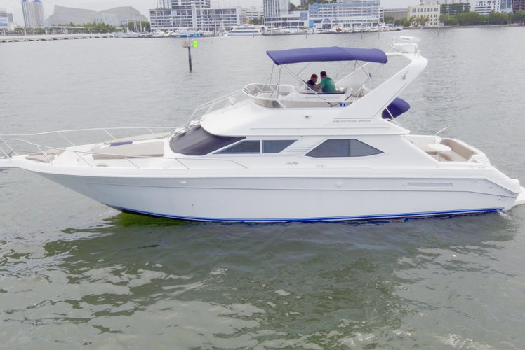 Amazing 44' Sea Ray Flybridge available for charter in Florida!