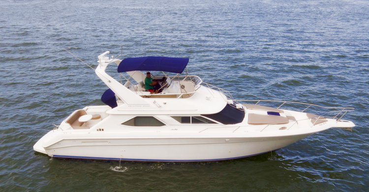 This 44.0' 44'Sea Ray Flybridge cand take up to 13 passengers around Miami