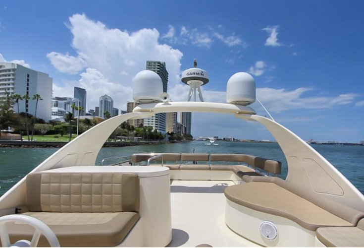 This 68.0' Aicon cand take up to 12 passengers around Miami