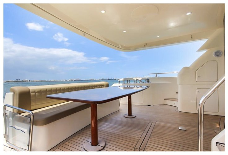 Discover Miami surroundings on this FlyBridge Aicon boat