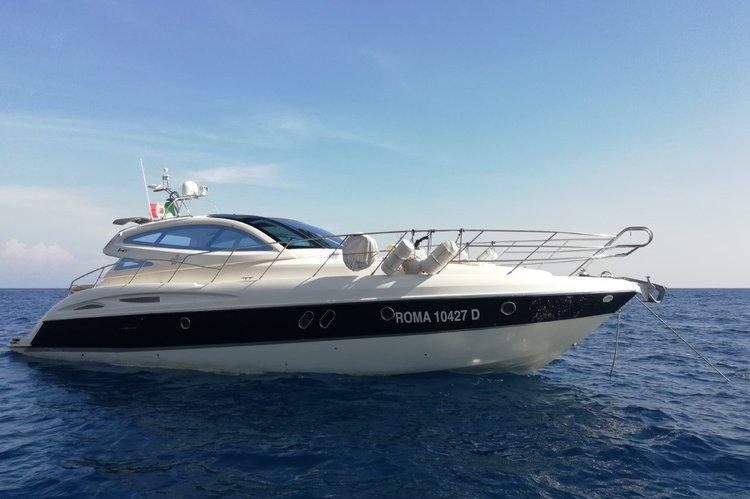 Discover Amalfi surroundings on this Mediteranee 47 ht Cranchi boat