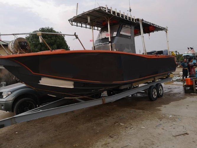 This motor boat rental is perfect to enjoy Setiawan