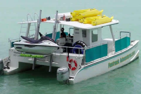 This 40.0' Custom cand take up to 40 passengers around Miami