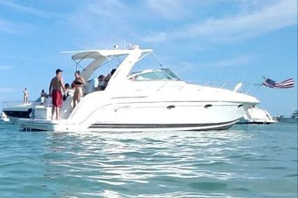 Discover Miami surroundings on this 40 Formula boat