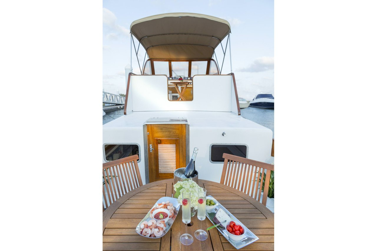 Kingfisher - Classic Motor Yacht Charter in Palm Beach