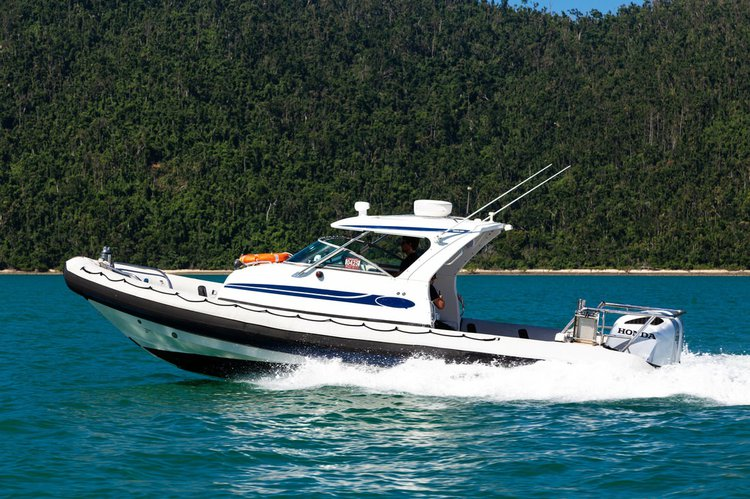 Discover Whitsunday surroundings on this Protector Ray-glass boat