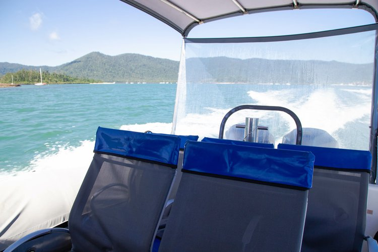 Discover Whitsundays surroundings on this Protector Ray-glass boat