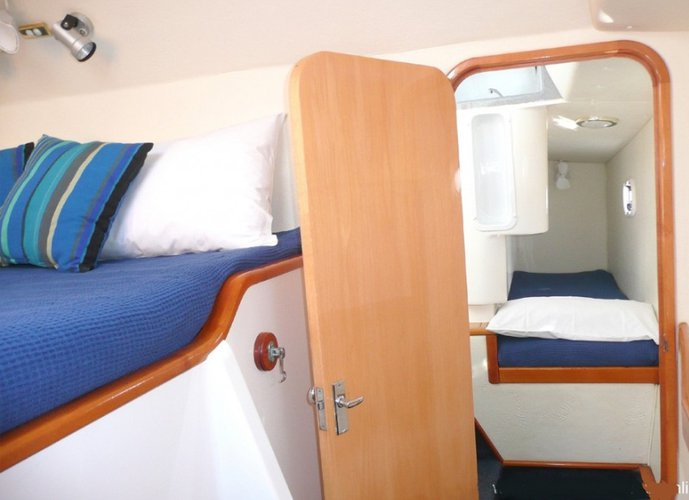 Discover Whitsundays surroundings on this 1010 Scimitar boat