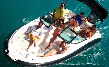 Bow rider boat rental in marina del rey cancun, Mexico