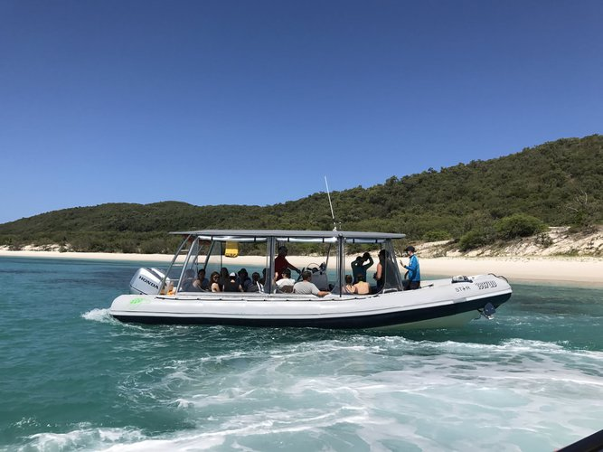 Discover Whitsundays surroundings on this Custom Swift boat