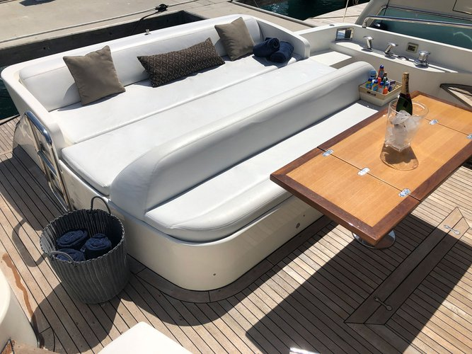 Discover MIAMI surroundings on this 70' Uniesse boat