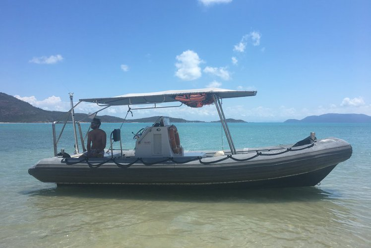 Relax on board our motor boat charter in Whitsundays