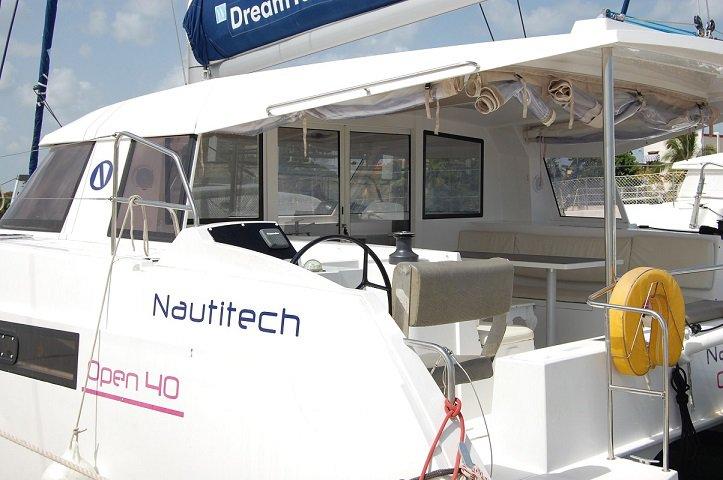 This 39.37' Nautitech cand take up to 10 passengers around Cienfuegos