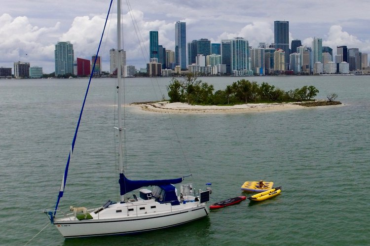 Discover Miami surroundings on this 30 Canadian Sailcraft boat