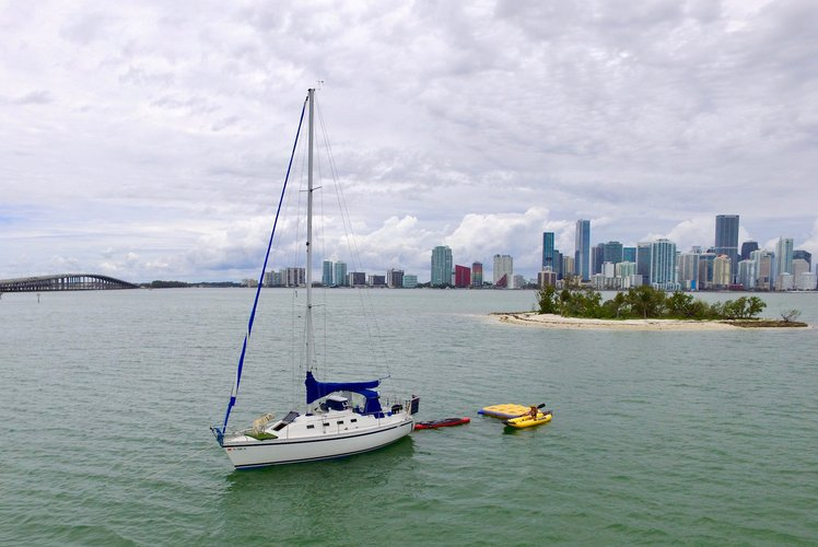 30' Sail Yacht - Captain & Water Toys Included!