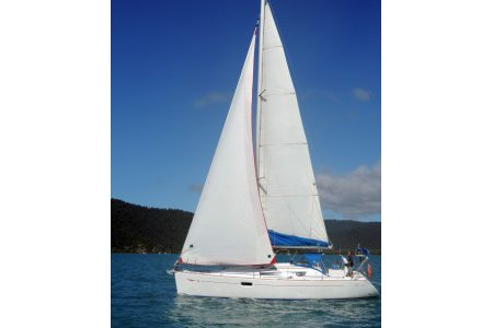 This 32.5' Catalina cand take up to 6 passengers around Whitsundays