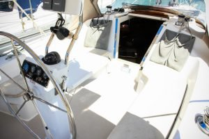 Discover Whitsundays surroundings on this 32 Catalina boat