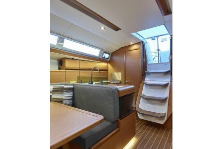 Boat for rent Catalina 32.5 feet in Abells Point Marina,